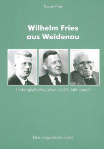 Hellgrüner Hintergrund, Titel in weiß und drei Fotografien eines Mannes in unterschiedlichen Lebensstufen